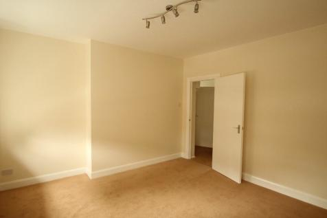 Cleverly Estate, Wormholt Road, London, W12. 2 bedroom flat