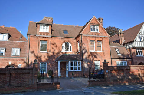 Henley Road, Ipswich. 2 bedroom penthouse for sale