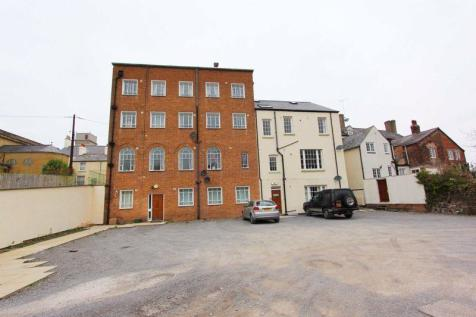 42 Well Street, Holywell. 1 bedroom flat