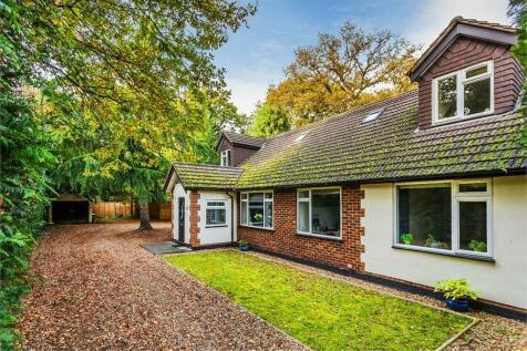 West Grove, Hersham, WALTON-ON-THAMES, Surrey, KT12. 5 bedroom detached house for sale