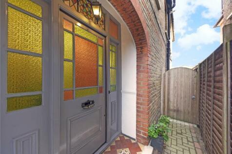 Molesey Road, Hersham, Walton-on-Thames, Surrey, KT12. 5 bedroom detached house for sale