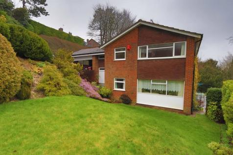 Dunedin Drive, Caterham. 4 bedroom detached house