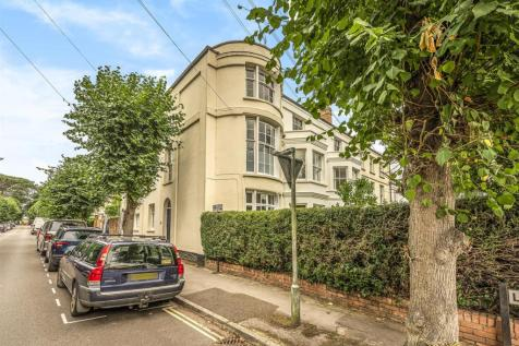 Staplegrove Road. 4 bedroom town house