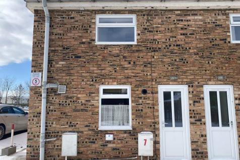 Normanby Road, Middlesbrough. 2 bedroom semi-detached house