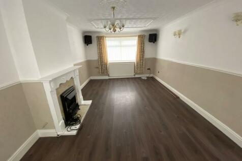 Dellfield Close, Middlesbrough, TS3 7EZ. 3 bedroom terraced house