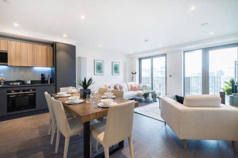 Royal Docks West, Western Gateway, Canning Town. 3 bedroom apartment