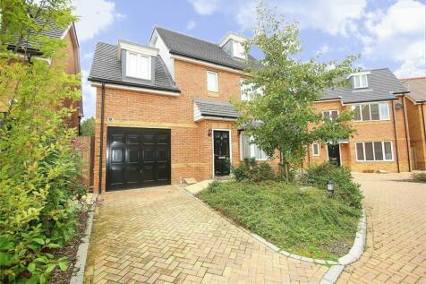 Linden Close, Iver Heath, Buckinghamshire. 4 bedroom detached house