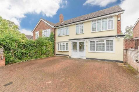 Hardings Close, Iver Heath, Buckinghamshire. 6 bedroom semi-detached house for sale