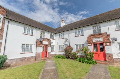 Bathurst Walk, Richings Park, Buckinghamshire. 2 bedroom flat