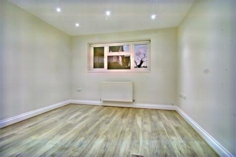 Wellesley Avenue, Richings Park, Buckinghamshire. 1 bedroom flat