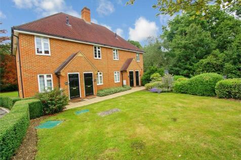 Seven Hills Road, Iver, Buckinghamshire. 2 bedroom maisonette