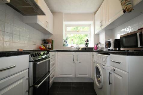 Rosedale Way, Cheshunt,. 2 bedroom flat