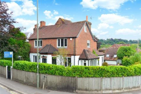 Haslemere, Surrey, GU27. 4 bedroom detached house