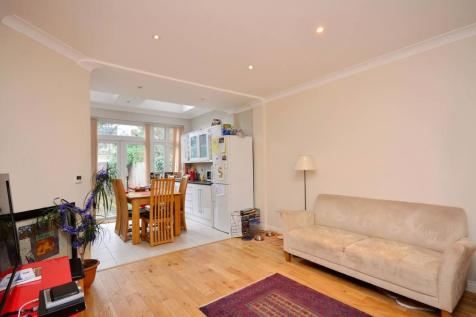 Downton Avenue, Streatham Hill, London, SW2. 2 bedroom flat