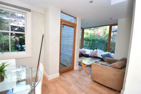 Marchmont Road, Marchmont, Edinburgh, EH9. 4 bedroom apartment