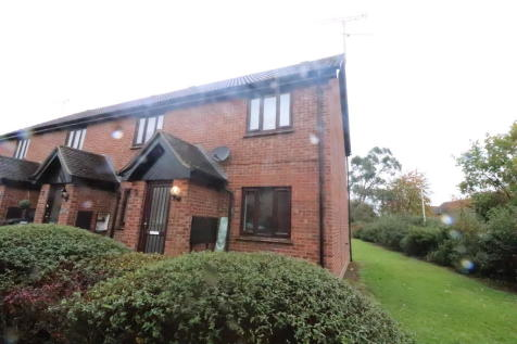 Goddard Way, Chelmsford. 2 bedroom ground maisonette