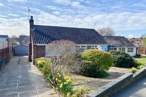 Chestnut Avenue, Shavington, Crewe, CW2. 3 bedroom detached bungalow