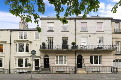 Park Parade, Harrogate, North Yorkshire. 4 bedroom town house