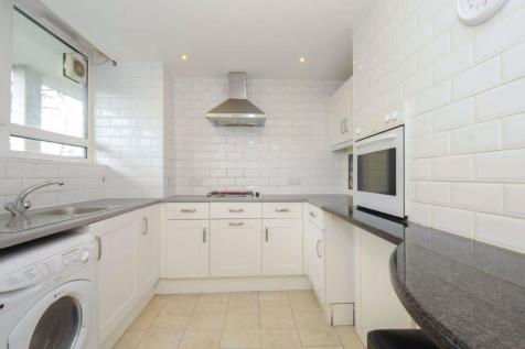 Tooting Bec Road, Tooting. 3 bedroom flat