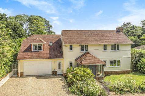 Harcombe Road, Axminster. 4 bedroom detached house