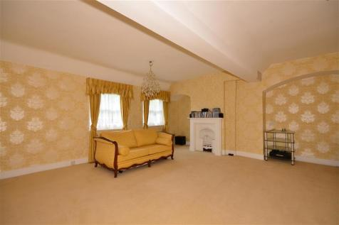 High Road, Chigwell, Essex. 7 bedroom link detached house for sale
