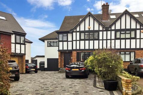 Newnham Close, Loughton, Essex. 5 bedroom semi-detached house for sale