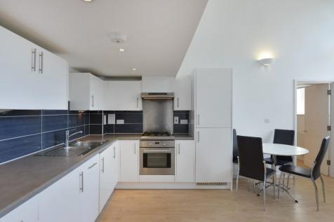 Holbrook Road, London, E15. 3 bedroom flat