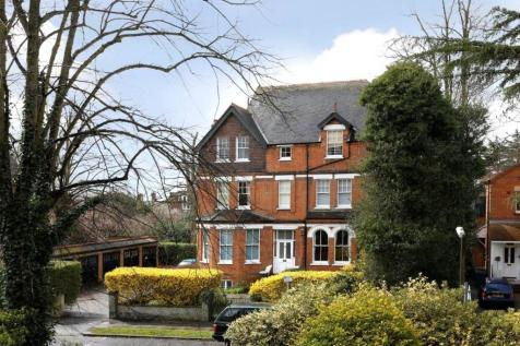 The Drive, Wimbledon, SW20. 2 bedroom detached house