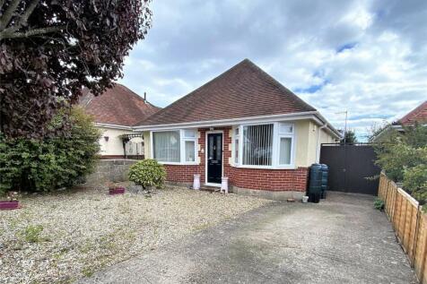 Waverley Crescent, Oakdale, POOLE, Dorset. 3 bedroom detached bungalow