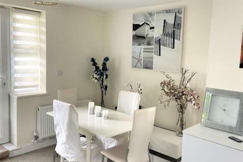 54 Longfleet Road, Poole, Dorset. 2 bedroom flat