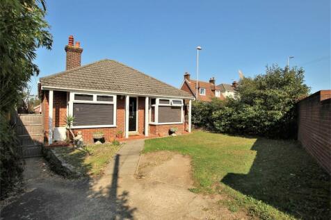 Dorchester Road, Oakdale, POOLE, Dorset. 3 bedroom detached bungalow