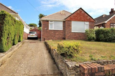 Hythe Road, Oakdale, POOLE, Dorset. 3 bedroom detached bungalow