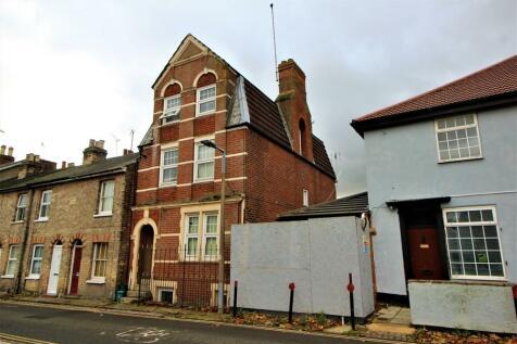 Priory Street, Colchester. Studio flat