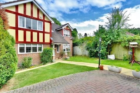Applewood Close, Ickenham, UB10. 4 bedroom detached house