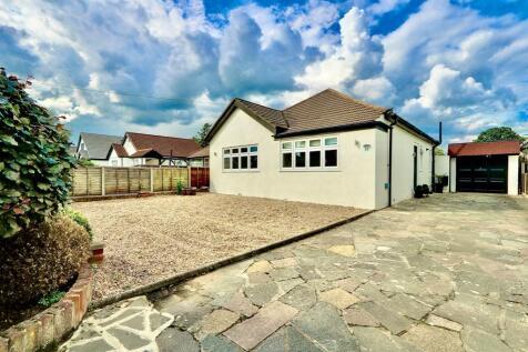 Halford Road, Ickenham, UB10. 2 bedroom detached house for sale