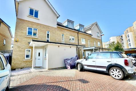 Coyle Drive, Ickenham, UB10. 5 bedroom end of terrace house