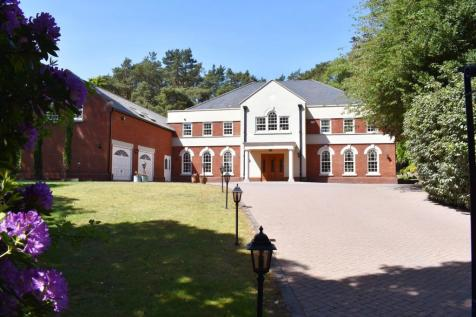 Avon Castle Drive, Avon Castle, Ringwood, BH24. 6 bedroom detached house