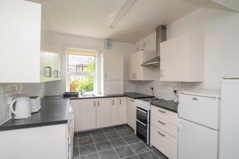 Ochil Crescent, Raploch, Stirling, FK8. 4 bedroom flat