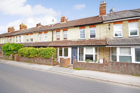 Wrecclesham Road, Farnham. 2 bedroom cottage