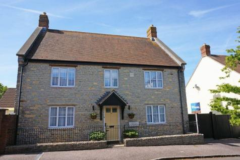 Hillyfields. 4 bedroom detached house