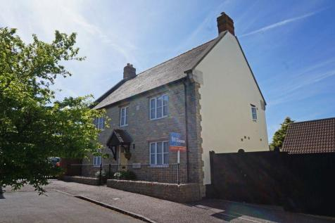 Hillyfields. 4 bedroom detached house for sale