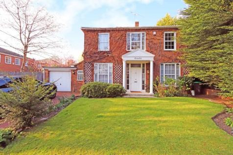 Coombe House Chase, New Malden. 4 bedroom detached house