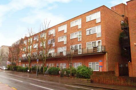 Coombe Road, New Malden. Studio flat