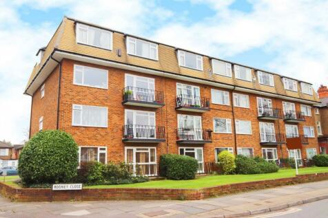 Rodney Close, New Malden. 2 bedroom flat