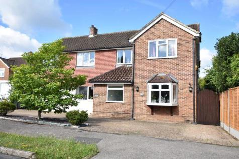 BOOKHAM VILLAGE * 5 BEDS * POSSIBLE ANNEX * GOOD SIZE GARDEN. 5 bedroom detached house for sale