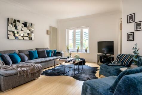 Beauchamp Place, London, SW3. 2 bedroom apartment