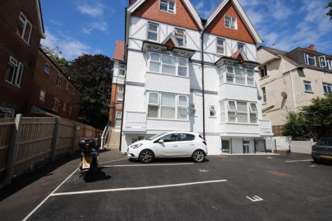 Christchurch Road BOURNEMOUTH. 2 bedroom flat