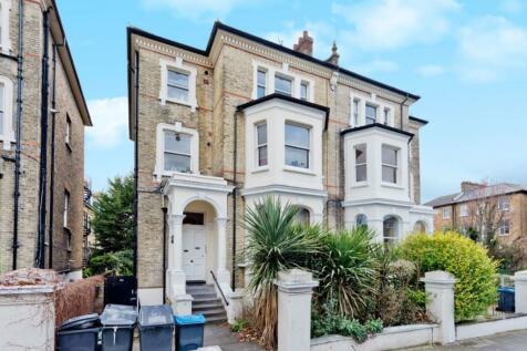 St James Road, Surbiton. 2 bedroom flat
