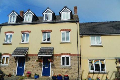 Oak Drive, Crewkerne. 3 bedroom town house