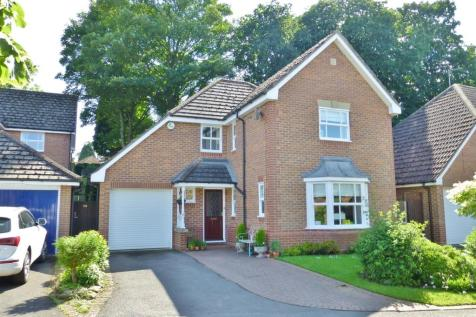 Bramble Close, Uppingham. 4 bedroom detached house